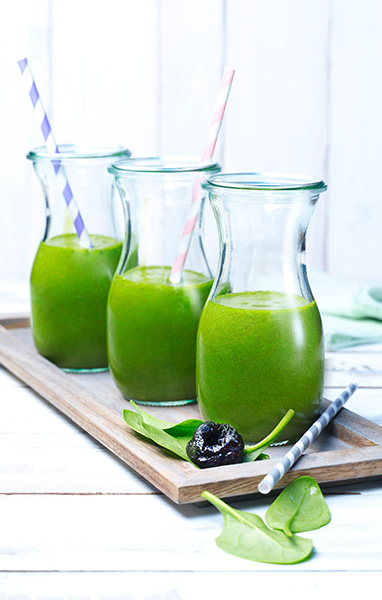 Green Smoothie with Pineapple and Prunes